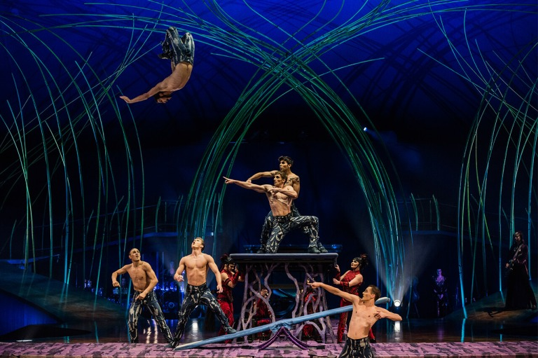 amaluna-act-teeterboard