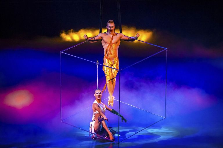 mystere-act-aerial-cube